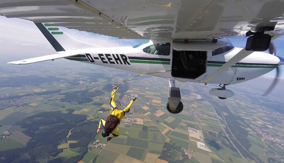 Adrenalinstoß: Der Pilot ist gesprungen - und hat so weniger Hemmungen, es im Ernstfall erneut zu tun.