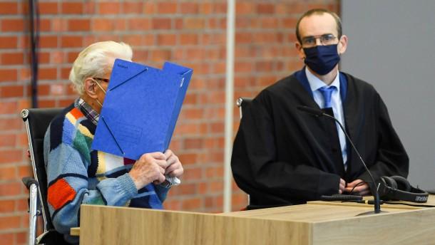 100-jähriger ehemaliger SS-Wachmann vor Gericht