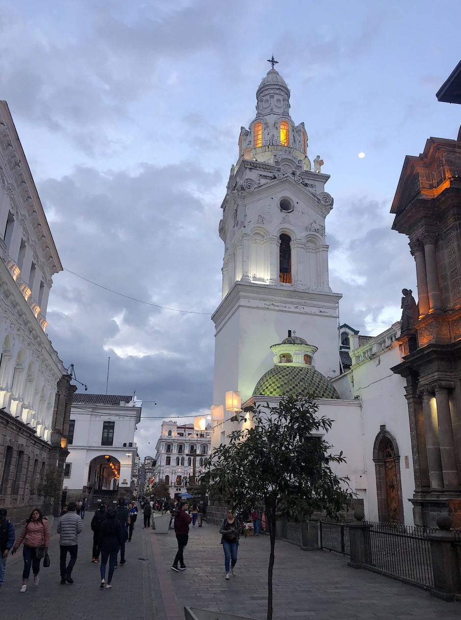 Altstadt von Quito mit Turm der Kathedrale