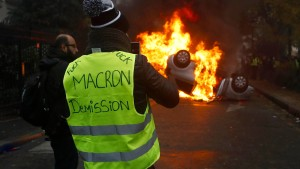 Französische Polizei nimmt Randalierer fest