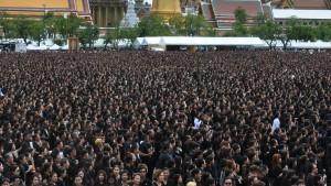 Thailand erweist seinem König die letzte Ehre