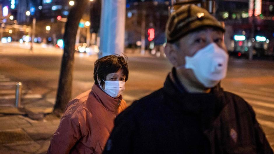 Auf den Straßen von Peking: Menschen mit Gesichtsmasken