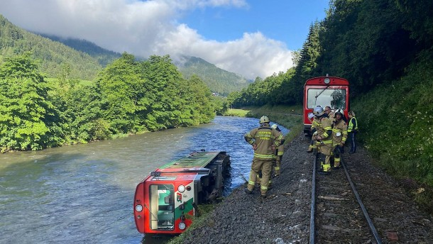 Mehr als ein Dutzend Verletzte in Österreich