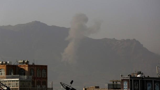 Trotz Friedensgesprächen Luftangriffe auf Houthi-Kämpfer