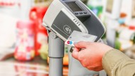 Deutsche können sich beim Bezahlen mit Karte relativ sicher fühlen.