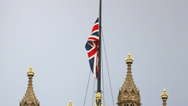 Labour-Abgeordnete nach Attentat gestorben
