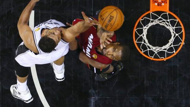 San Antonio ringt Miami nieder