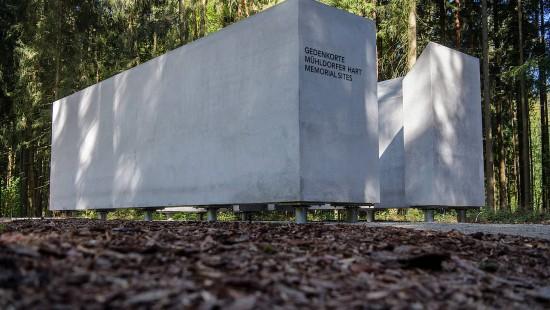 Neue Gedenkstätte erinnert an Nazi-Arbeitslager bei Mühldorf