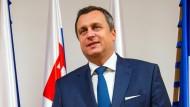 """Andrej Danko, Parlamentspräsident der Slowakei, spendete 9000 Euro für """"seinen"""" Flaggenmast."""