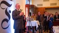 F.A.Z.-Herausgeber Berthold Kohler begrüßt die Gäste im Borchardt.