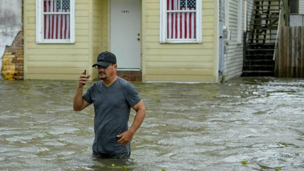 """Tropensturm """"Barry"""" sorgt für Überschwemmungen"""