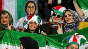 Erstmals nach 40 Jahren wieder Frauen im Stadion