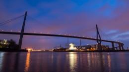 Autofahrer rast mit Tempo 221 über Köhlbrandbrücke