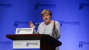 Merkel findet Niedrigzinsen nicht so dramatisch