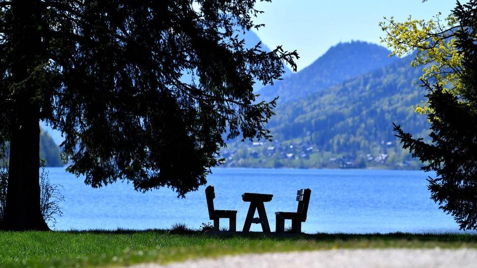 Kulissen wie diese am Grundlsee ziehen Urlauber normalerweise in Scharen nach Österreich. 280.000 Menschen leben dort direkt vom Tourismus.