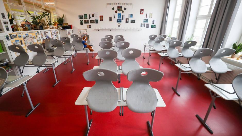 Ein leeres Klassenzimmer der Oberschule Ratzelstraße in Leipzig