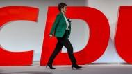 Annegret Kramp-Karrenbauer hätte gerne mehr Frauen für die CDU im Bundestag. Nur wie?