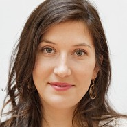 """Antonia Baum - Portraitaufnahme für das Blaue Buch """"Die Redaktion stellt sich vor"""" der Frankfurter Allgemeinen Zeitung"""