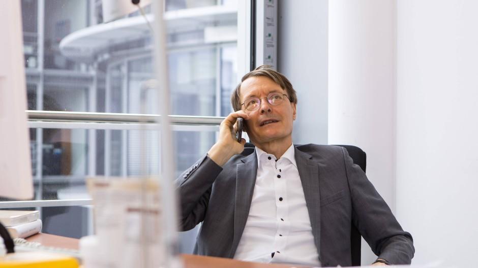 Ob Karl Lauterbach gerade mit der Queen telefoniert?