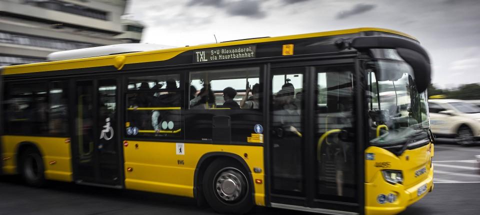 Mit Der Berliner Buslinie Txl Von Tegel Bis Alexanderplatz