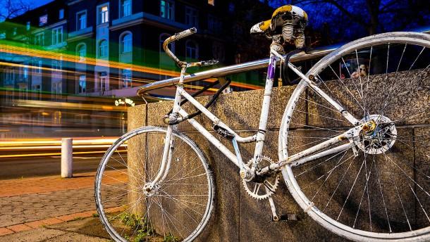 Zahl der Verkehrstoten sinkt bei Zweiradfahrern am geringsten