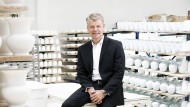 Produkte für junge Kunden: Bernd Lietke, der Geschäftsführer von KPM in Berlin, will mit feinem Porzellan auch Menschen erreichen, die nicht mehr so viel Wert auf Traditionen legen.