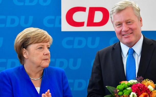 Muss wieder eine Wahlniederlage verkraften: Angela Merkel am Montag mit dem unterlegenen niedersächsischen Spitzenkandidaten Bernd Althusmann