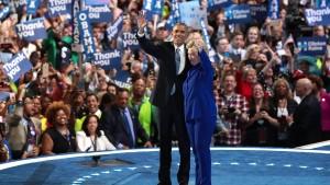 Clinton lässt sich schon mal blicken