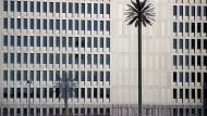 Die neue Geheimdienstzentrale in Berlin: Die künstlichen Palmen sind eigentlich Funkmasten.