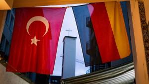 Was Türken in Deutschland unzufriedener macht