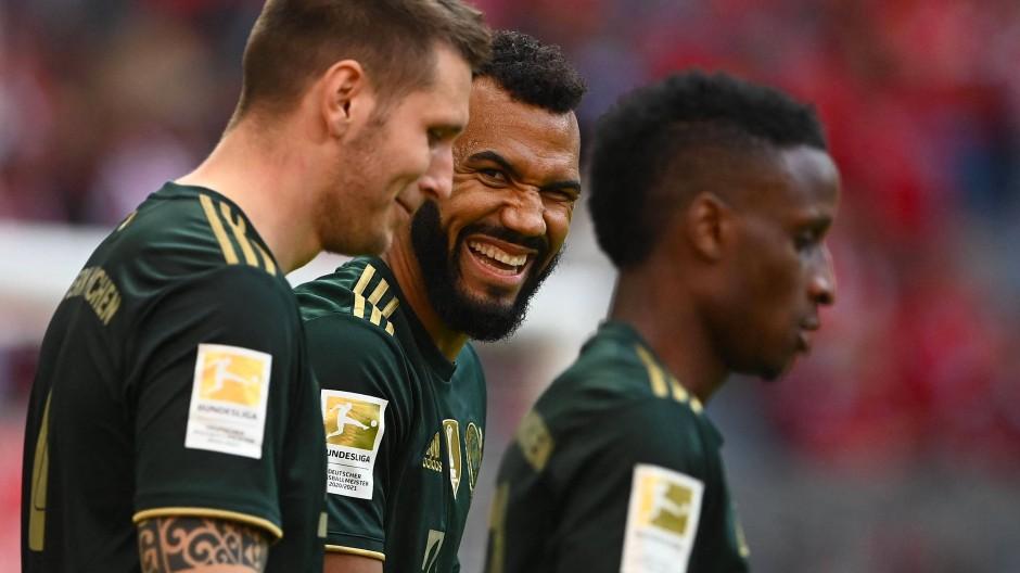 Beste Laune beim FC Bayern: Eric-Maxim Choupo-Moting (Mitte) scherzt mit Niklas Süle.