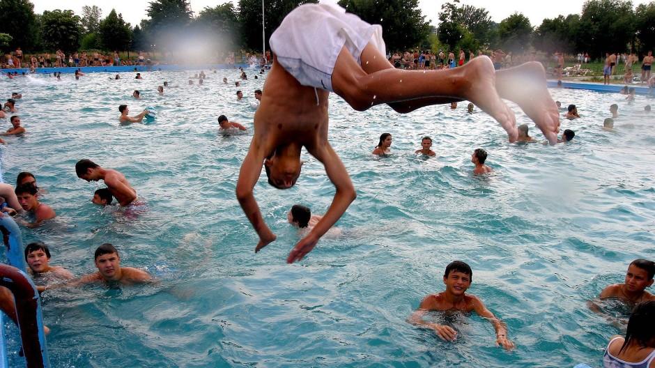 Zu viel Freizeit ist auch nicht gut – ratsam ist es aber, sie zumindest für soziale Aktivitäten zu nutzen.