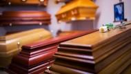 Die Todesbescheinigung ist eine öffentliche Urkunde und legt fest, wie mit dem Toten umzugehen ist.