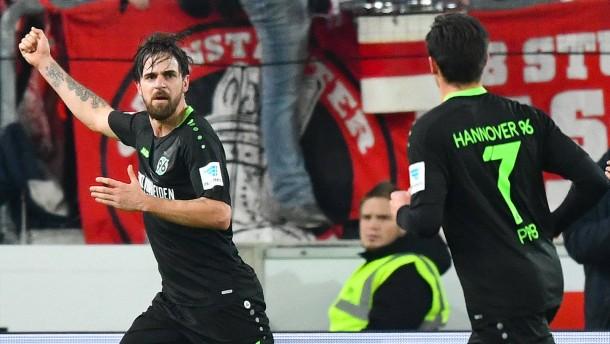Hannover gewinnt das Duell der Absteiger