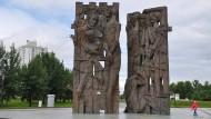 Ort der Erinnerung: Stelen für die Opfer der Nationalsozialisten, die 2015 in der Nähe von Minsk errichtet wurden.
