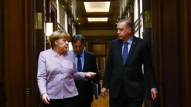 """Bundesregierung weist NS-Vergleich als """"deplaziert"""" zurück"""
