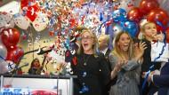 Madeleine Dean und ihre Anhänger haben allen Grund zum Feiern: Die Demokratin gewinnt im 4. Kongresswahlbezirk von Pennsylvania.