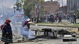 Morales' Anhänger legen Bolivien lahm