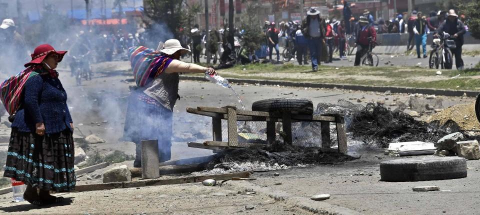 Unterstützer von Eva Morales blockieren am Mittwoch eine Straße in El Alto.