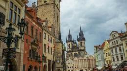 Prag verbietet Straßenkünstlern Pandakostüme und Seifenblasen