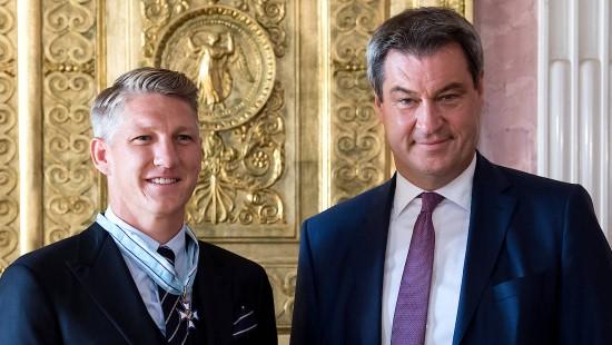 Bastian Schweinsteiger erhält bayrischen Verdienstorden