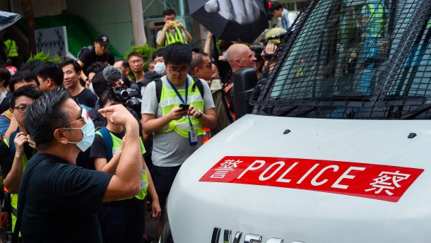EU-Außenminister fordert Gewaltverzicht