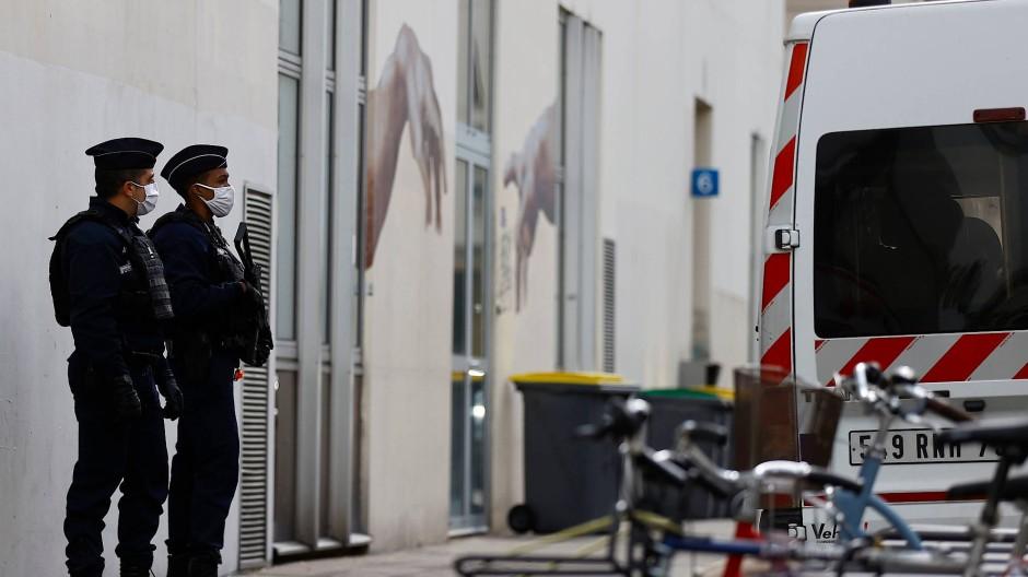 Hauptverdächtiger gesteht Messerangriff in Paris
