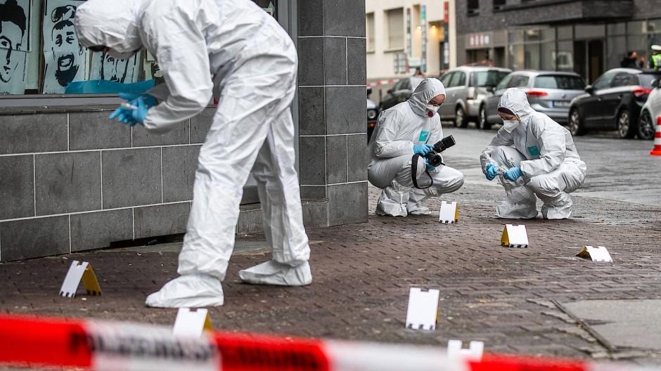 Bearbeitung von Verbrechen: Die Kriminalpolizei ist in ihrer Arbeit ebenso gefährdet durch das Coronavirus wie die Schutzpolizei.