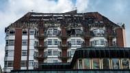 Große Teile des Dachstuhles der Klinik in Bochum sind zerstört.