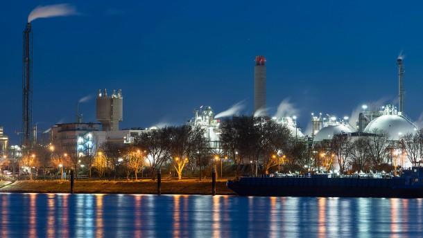 Für BASF ist nicht genug Wasser im Rhein