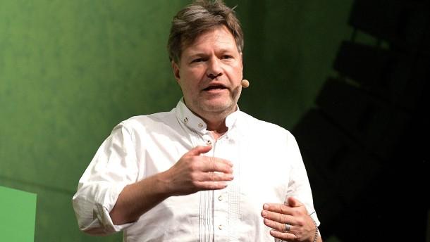 Habeck fordert Entschuldigung von Kramp-Karrenbauer