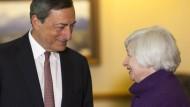 Auf den Dollar-Euro-Kurs scheint EZB-Präsident Mario Draghi mehr Einfluss zu haben als die Vorsitzende der Fed, Janet Yellen.