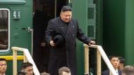 Auf dem Weg zu Putin: Kim Jong-un bei der Grenzkontrolle in Chassan, Russland