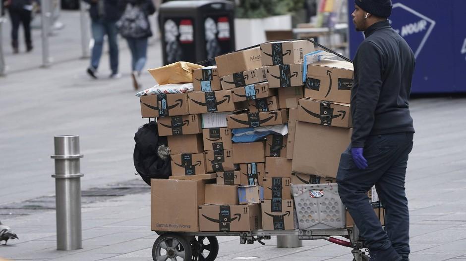 Nur noch mit Maske: Alle Angestellten von Amazon müssen ab kommender Woche mit Mundschutz arbeiten.